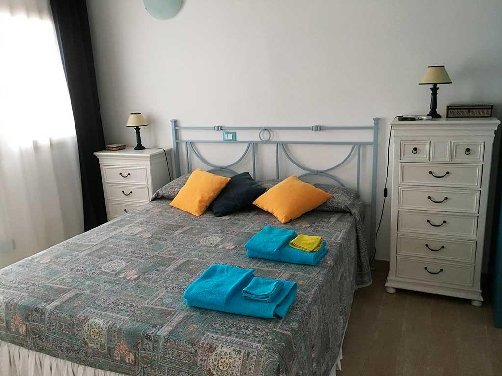 Camera matrimoniale doppia con bagno appartamento lampedusa - Camera da letto con bagno ...